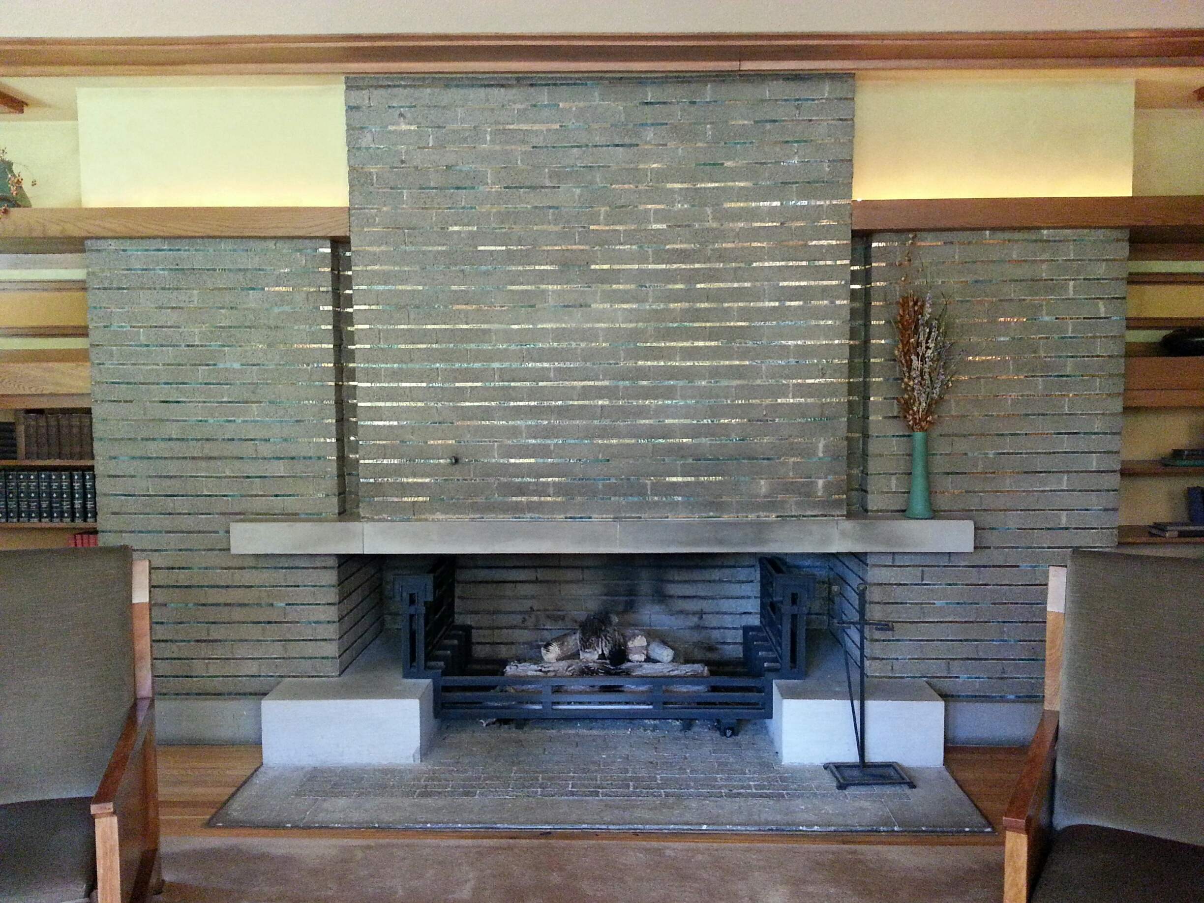 Designing a fireplace with frank lloyd wright stylish - Living room with fireplace ...