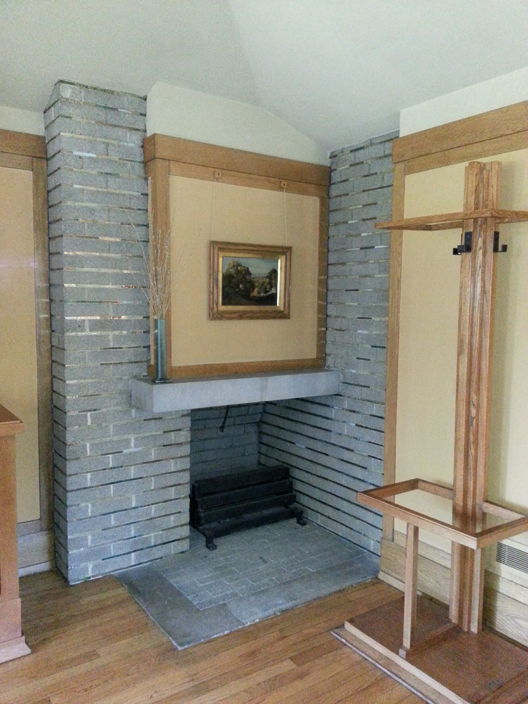 Designing a fireplace with frank lloyd wright stylish for Master bedroom corner fireplace